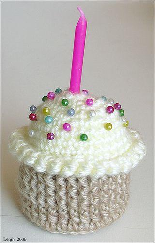 Happy birthday anybody? <3<3<3 / Cupcake Pincushion. Free pattern on ...