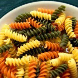 Dieta e Saúde | Salada de macarrão fusilli tricolor