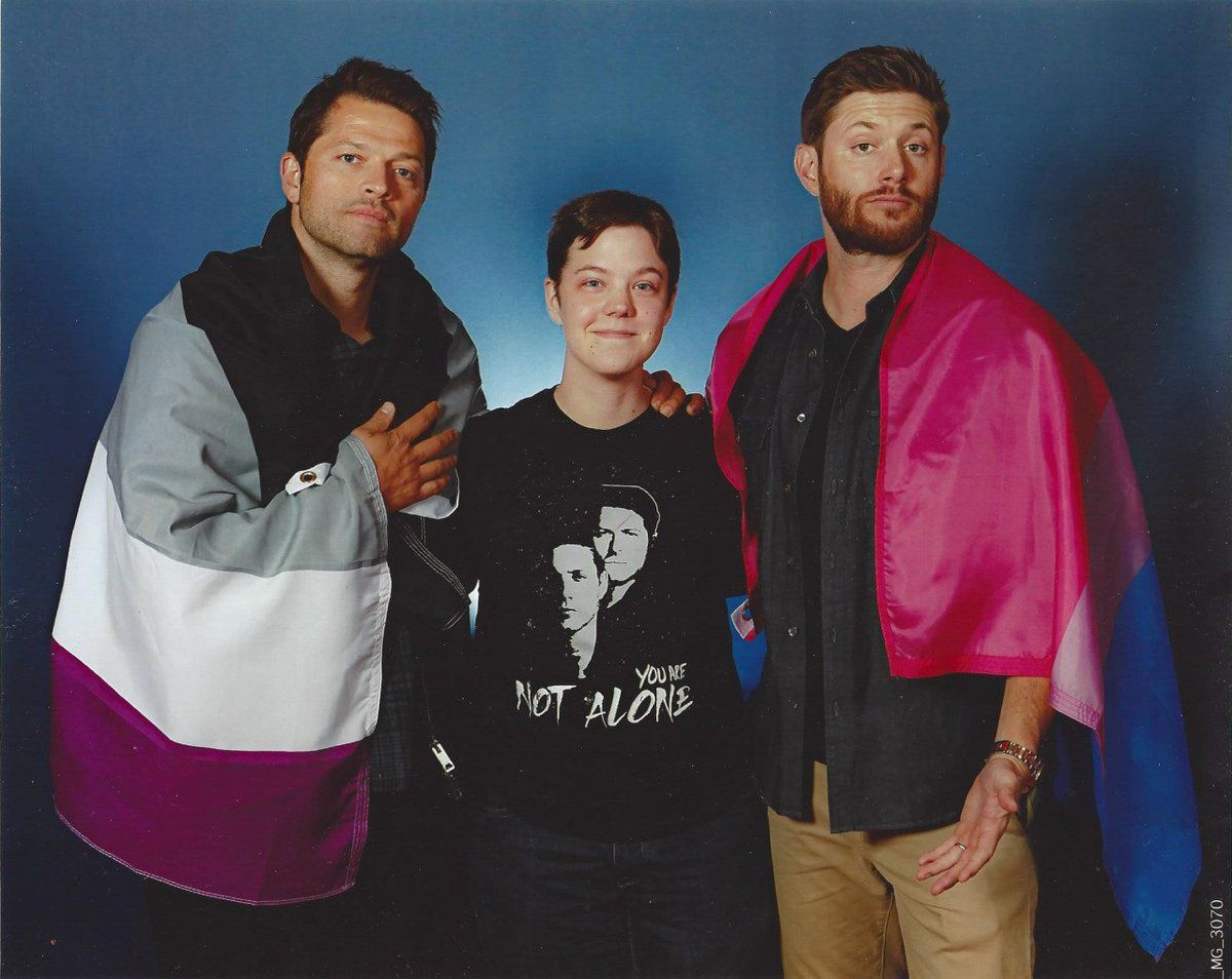 Pin by witchlett on supernatural photo session of conventions jensen and misha with a fan who asked them to wear the flags for asexual pride misha and bisexual pride jensen kristyandbryce Images