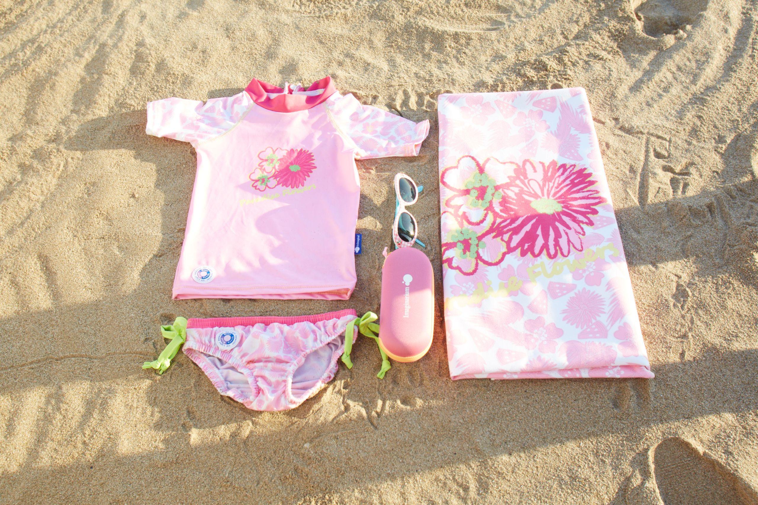 bef3266b7 Conjunto de playa para bebé de Imaginarium.  bañador  bebe  toalla  playa