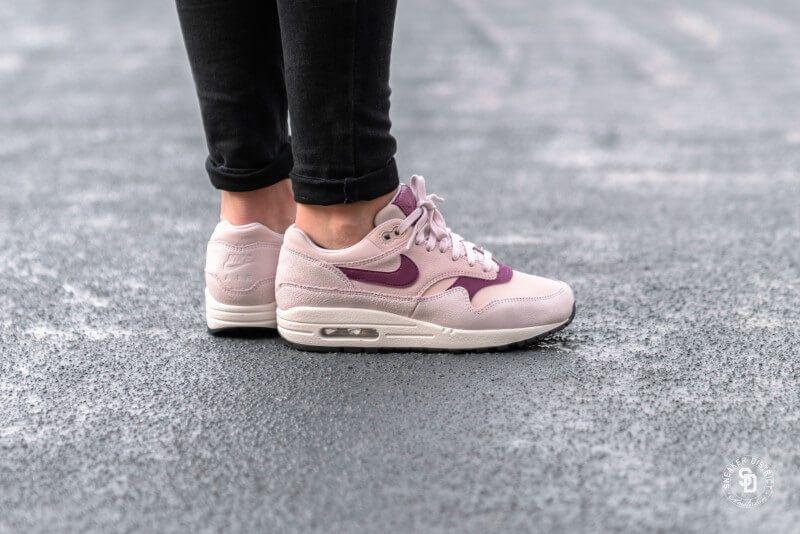 Nike Women's Air Max 1 Premium Barely RoseTrue Berry Summit