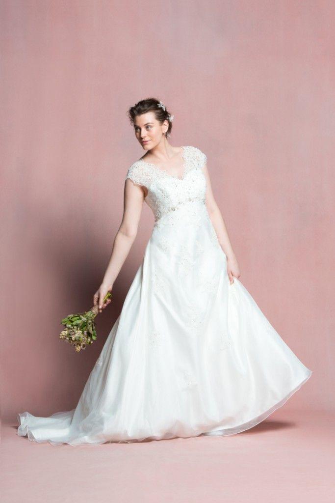 Navabi dit oui, des robes de mariée pour les femmes rondes