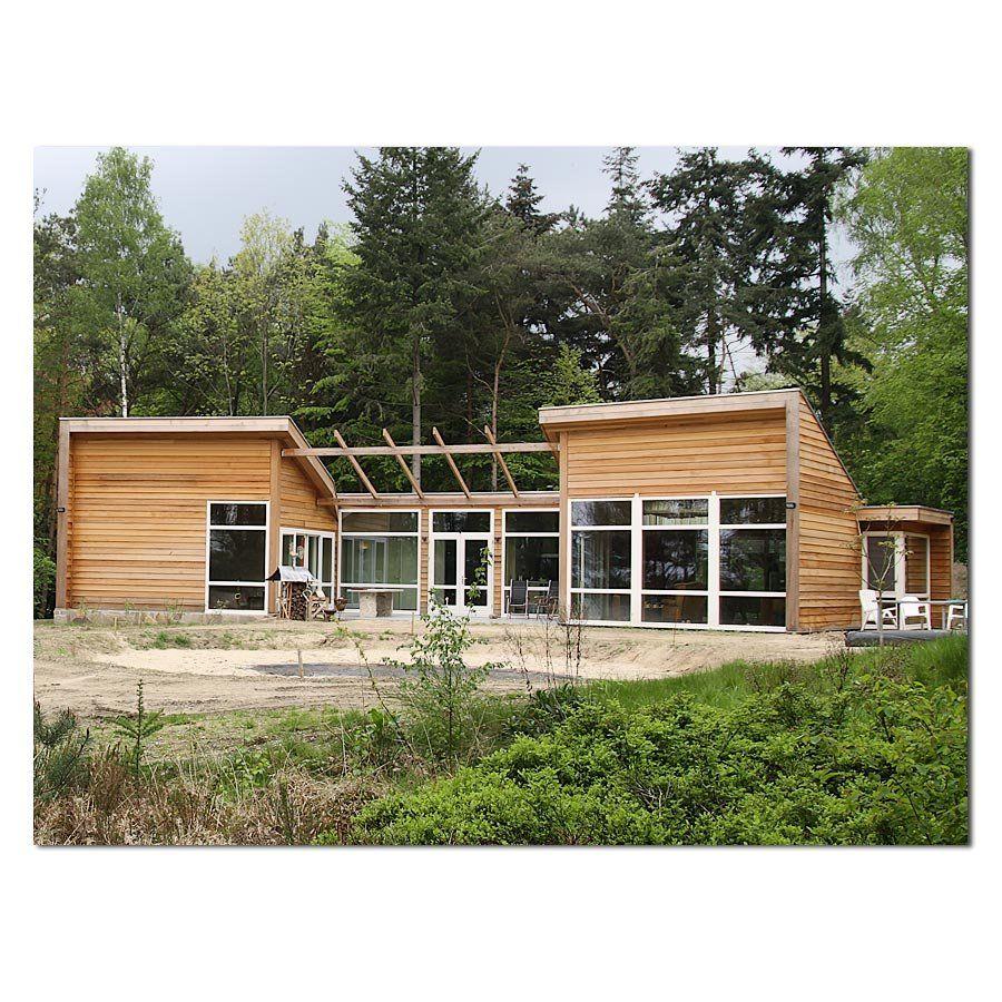 Geschakelde houten bungalow huizen house building a for Kleine huizen bouwen