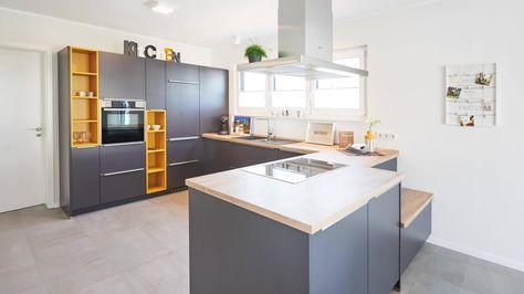 anthrazit/gelbe Küche mit Holzarbeitsplatte graue Bodenfliesen - holz arbeitsplatte küche