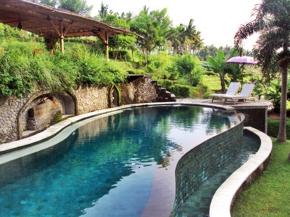Love the wall, setting and pool shape. Soulshine retreat, ubud, Bali