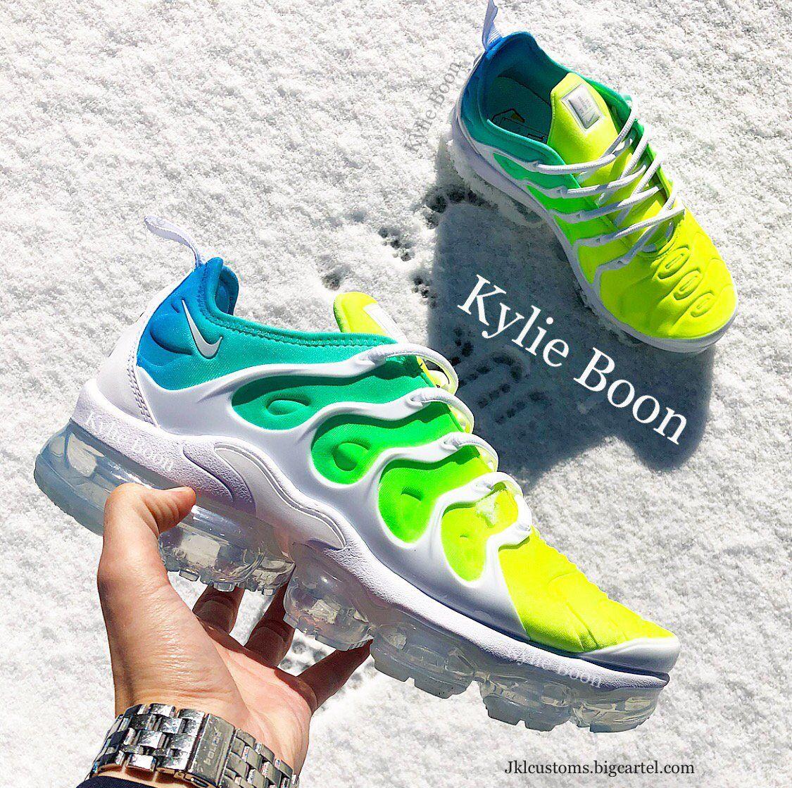 Más lejano Remisión Dime  Image result for nike vapormax plus | Kicks shoes, Exclusive shoes, Walk in  my shoes