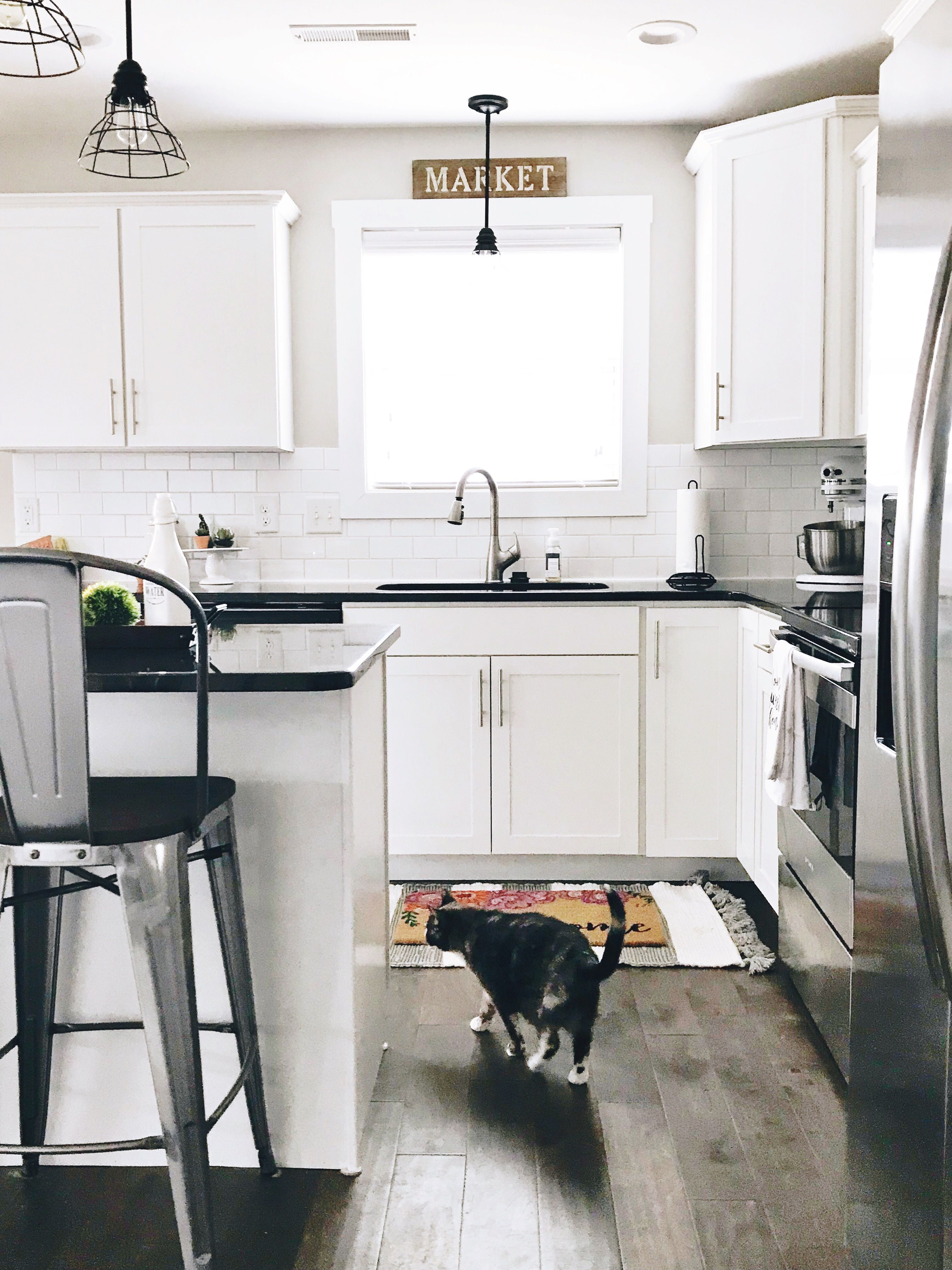 **WHITE KITCHEN ALERT** Check it out! Farmhouse decor ... on Kitchen Farmhouse Granite Countertops  id=90658