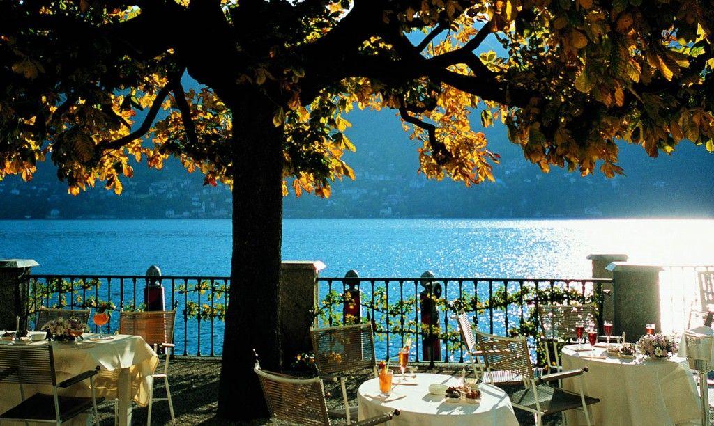 Villa D'Este- dining al fresco on the lake, Lago di Como, Lake Como, Cernobbio, Italy.