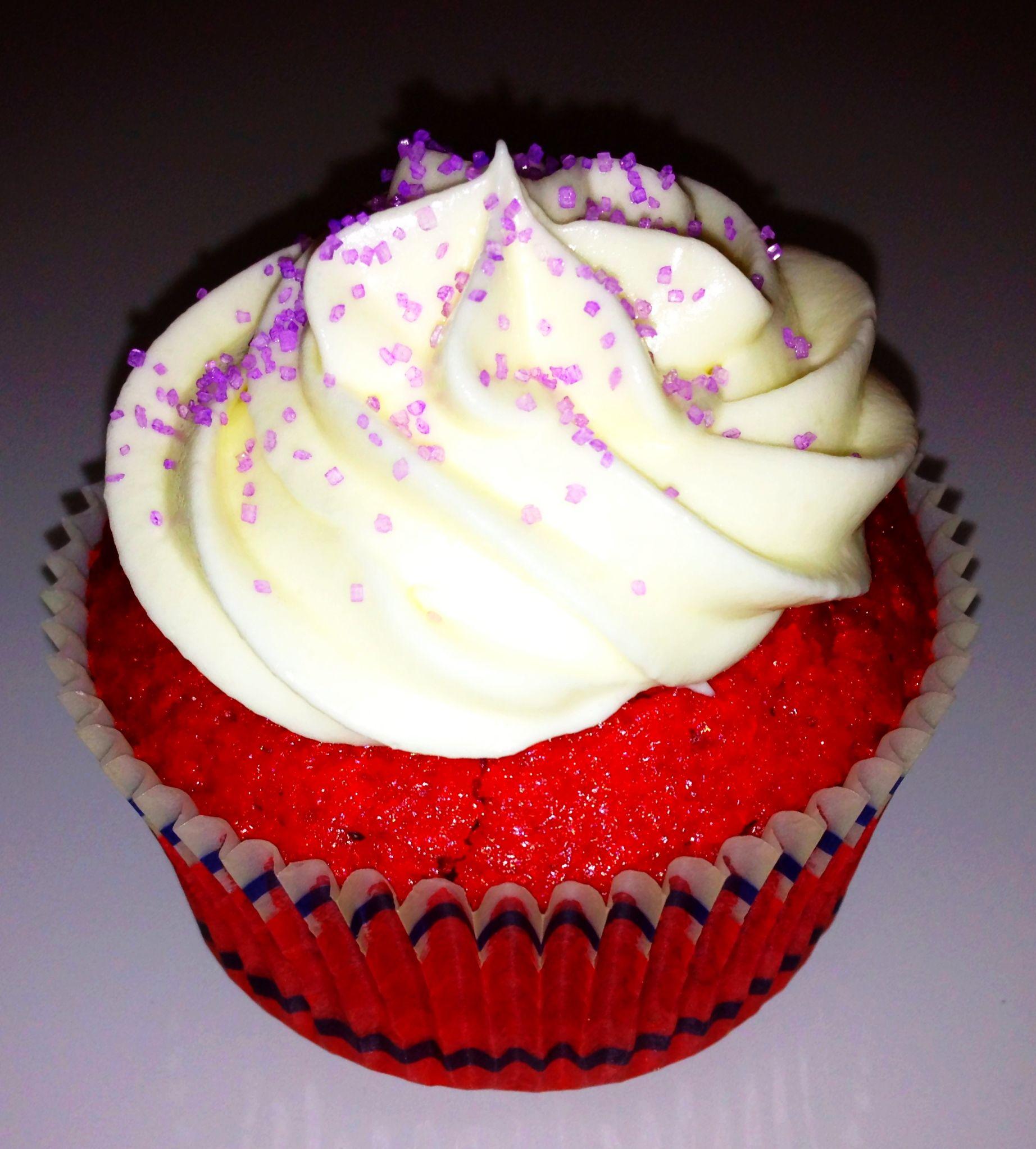 Red Velvet con Cream Cheese Buttercream. Pedido mínimo 6 uds. Llama al 618 19 27 57 o info@cuppingcakes.es