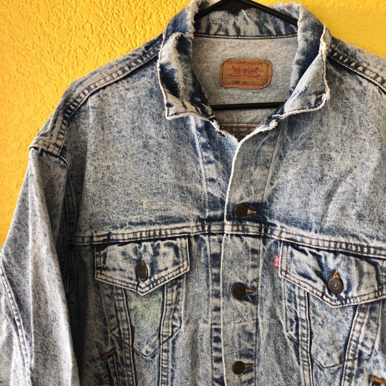 e4ee448a7 Super dope vintage Levi s Denim jacket in a light blue acid - Depop
