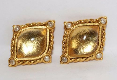 Vintage-Designer-Jose-Maria-Barrera-Gripoix-Glass-Faux-Pearl-Clip-Earrings