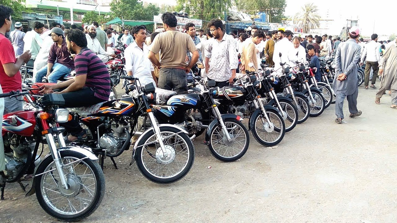 Used Bikes Bazaar Second Hand Cheap Motorcycles At Sunday Bike Market In Karachi Pakistan 2 In 2020 Sunday Bikes Cheap Motorcycles Used Bikes