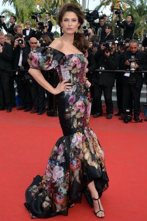 Cannes 2012 : Bianca Balti, fleurie en Dolce & Gabbana -