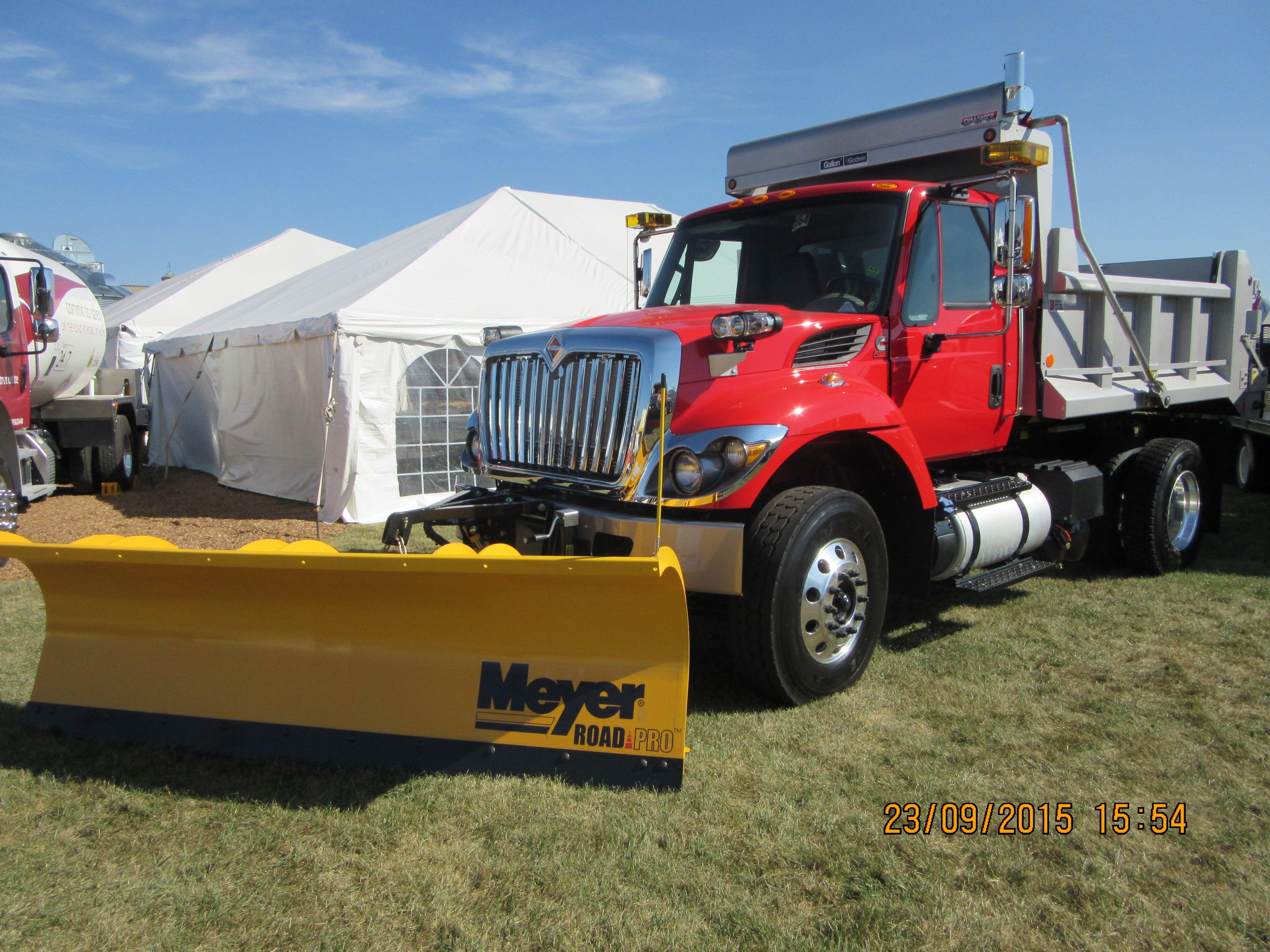 Navistar 7400 dump truck snow plow