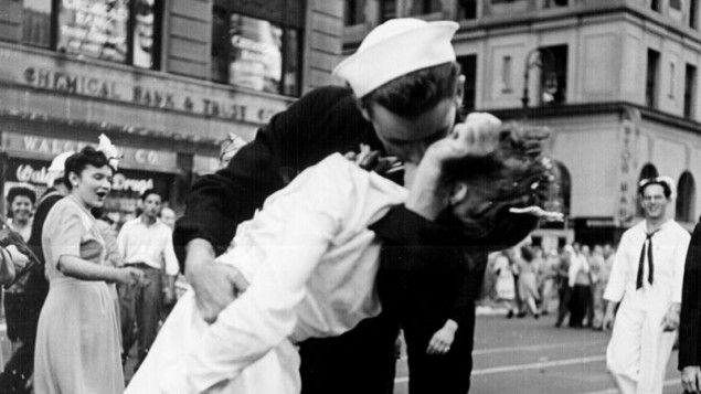 Jewish Woman In Iconic Wwii Times Square Kiss Photo Dies At 92