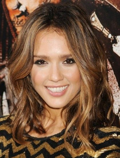 Medium Length Hair Jessica Alba Brown In Layered Wavy Hairstyle