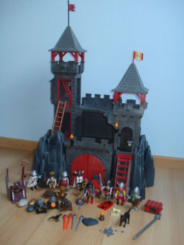 playmobil 3269 grand chateau des chevaliers avec. Black Bedroom Furniture Sets. Home Design Ideas