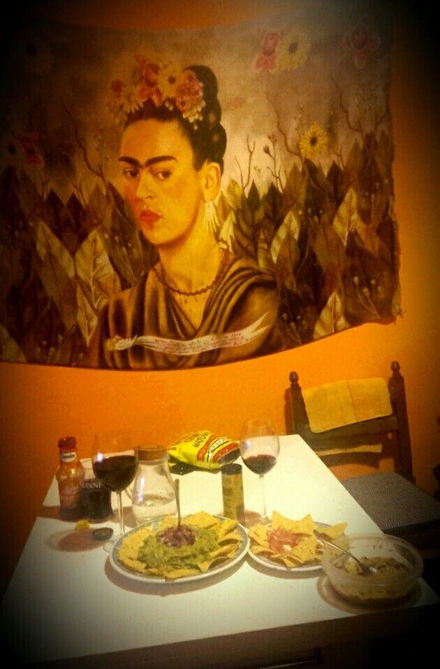 """Cena Messicana: Nachos,guacamole... ..accompagnato da un buon bicchiere di vino italiano..""""Barbera"""""""