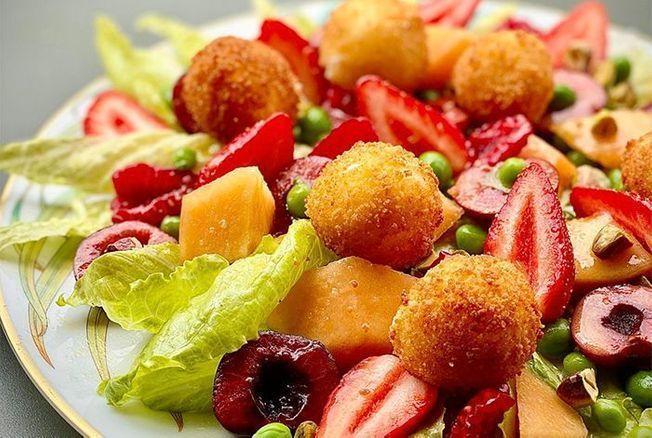 Cyril Lignac dévoile sa recette de la salade de chèvre chaud et nous donne des envies dété