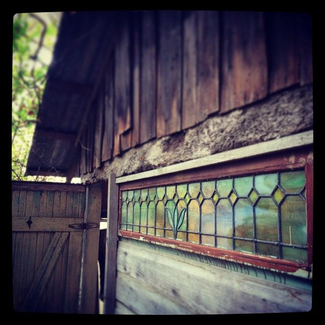 #bathhouse #tinyhouse #simple #stainedglass by xvonjon