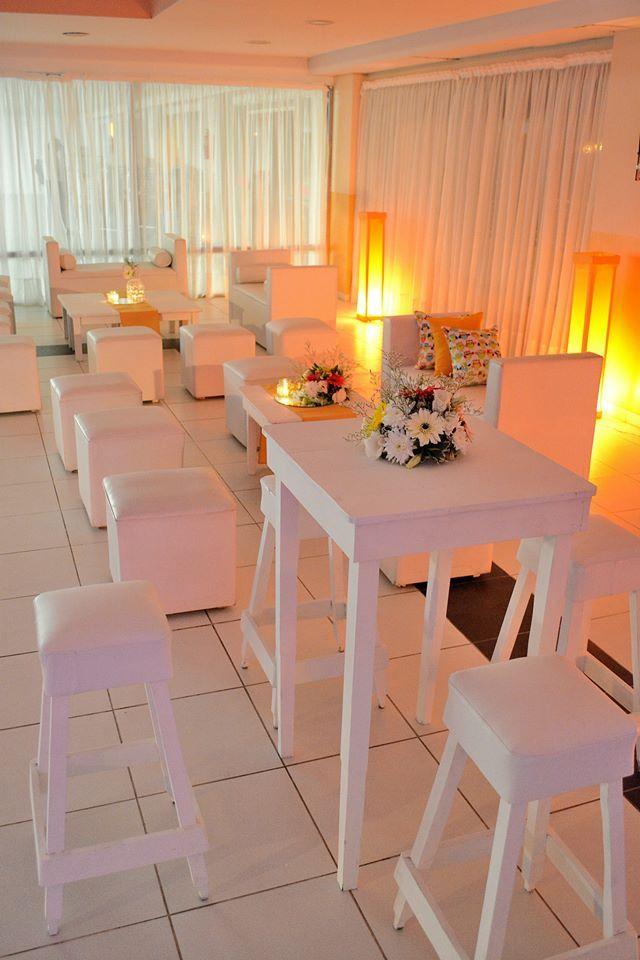 Pin De Andylow35 Sandoval En Ambientaciones Eventos Fiestas Livings Mobiliario Para Fiestas Alquiler Para Eventos Mesas De Bar