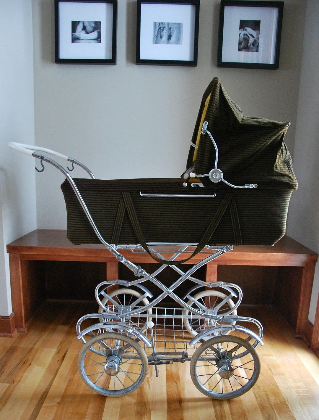 I love these old fashioned baby strollers! Totally want ...