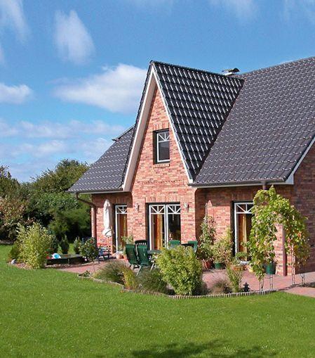 Romantisches Friesenhaus Mit Terrasse Und Garten Von Eco System Haus Friesenhaus Haus Haus Bauen