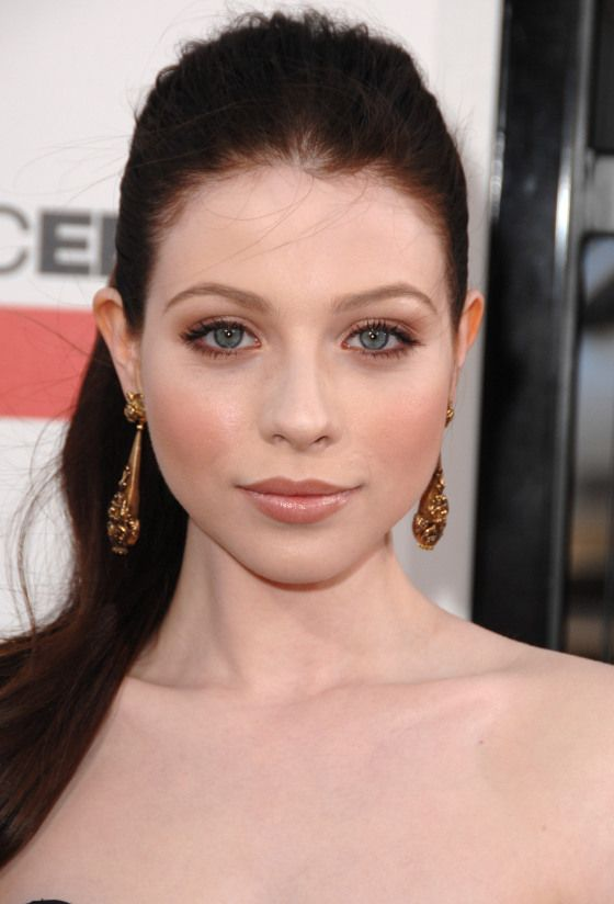 Cant Tan? How To Embrace Pale Skin This Summer
