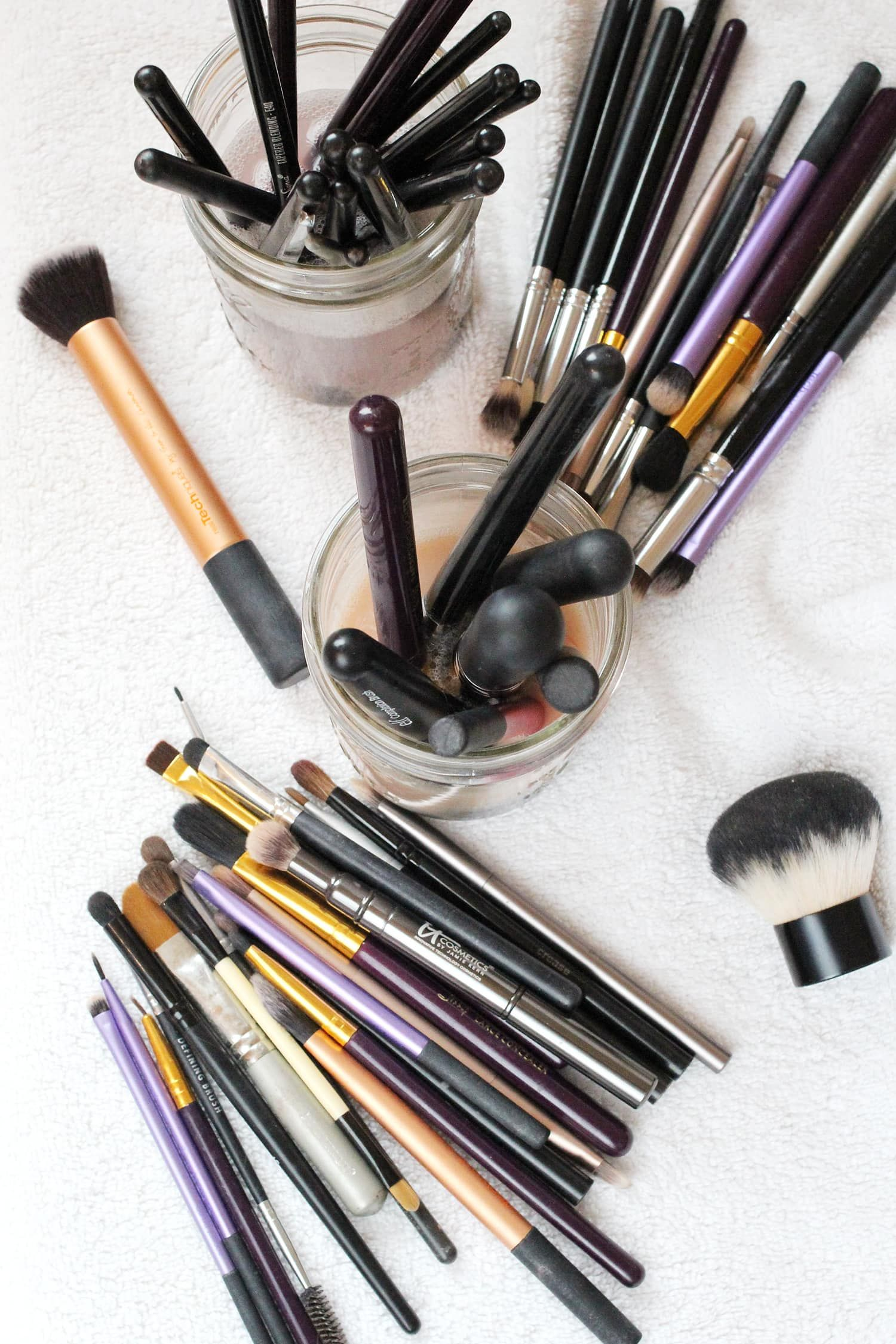 How to Clean Makeup Brushes (Cheap, Quick & Easy!) How