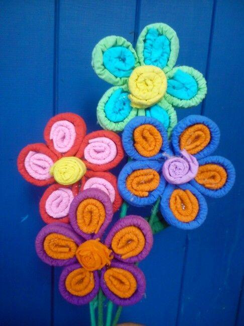 Flores en papel crepe para el dia de la mama - Manualidades de papel ...