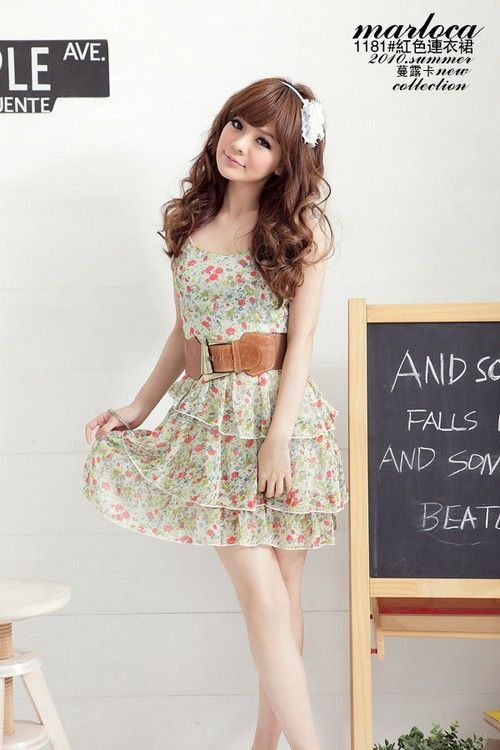 Cute, sweet gyaru: White flower headdress. Mint chiffon dress with pink flower pattern. Brown belt.