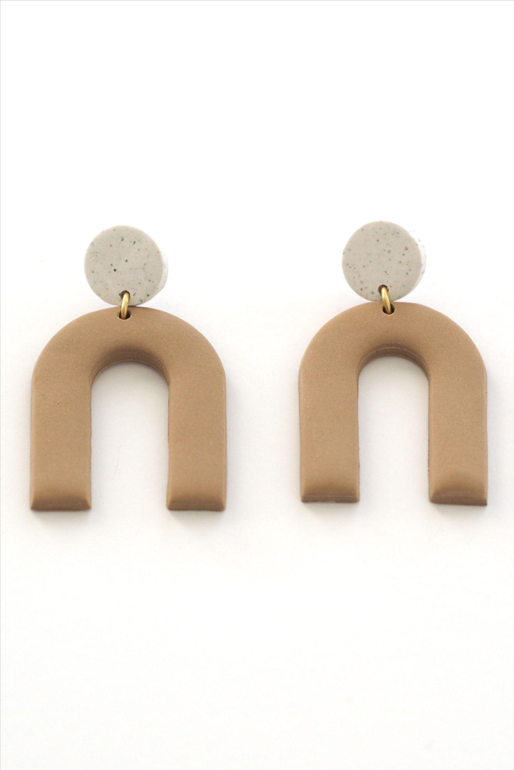 The Kajsa Earrings In Latte White Granite Clay Arch Etsy In 2020 Clay Earrings Earrings Minimalist Jewelry