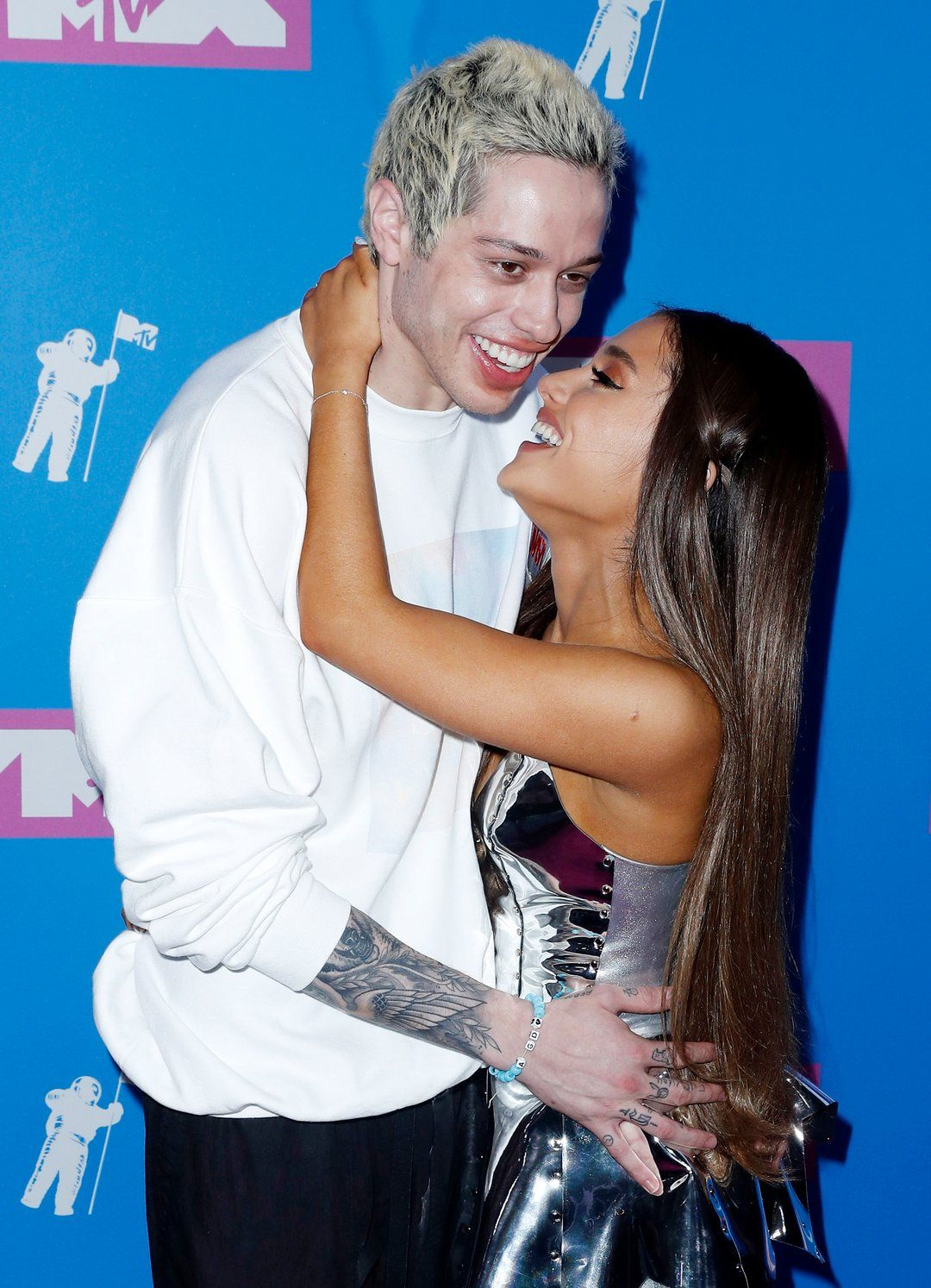 Pete Davidson Proposes To Maggie Rogers On Snl Promo And Ariana