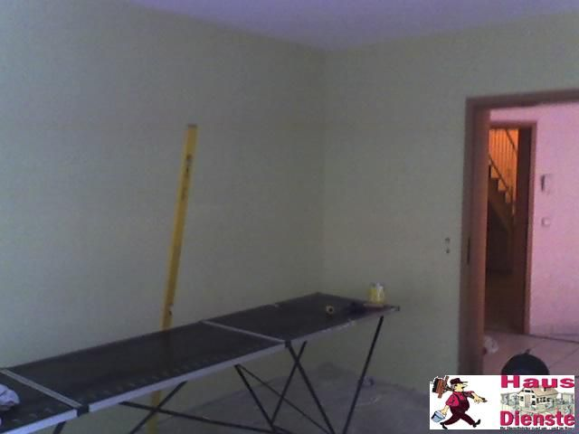 2009 (Kunde)  Entkernung und Kleinarbeiten, Küchenaufbau, Bodenverlegung und viele weitere Dinge!  NEUE Tapetten an die Wand!