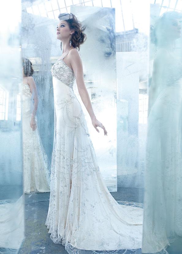 Ein Traum in blau mit Perlen! Unser Brautkleid der Woche kommt von ...