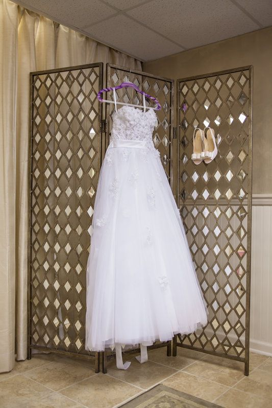 Alfred Angelo Snow White Wedding Dress with Kate Spade Shoes | Photo By Kaitlin Noel Photography | @alfredangelo @katespadeny