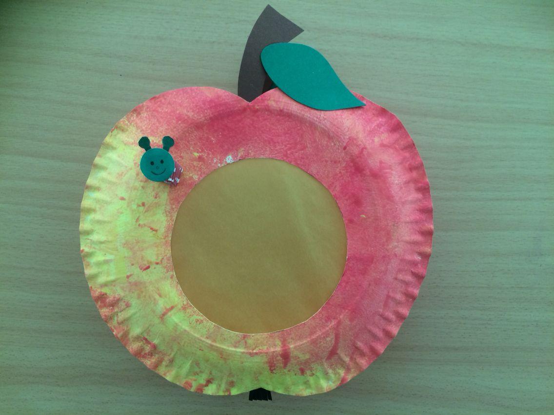 Apfel-Laterne Passend zu unserem Apfelprojekt, haben wir mit unseren Kindern aus Papptellern eine Apfellaterne gebastelt. #laternebastelnkinder