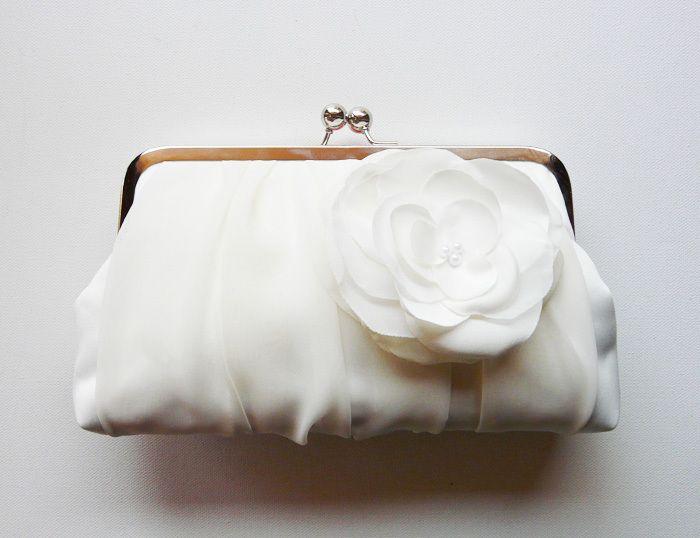 Brauttasche -Ivory bridal clutch bag von Cuteandunique auf DaWanda.com
