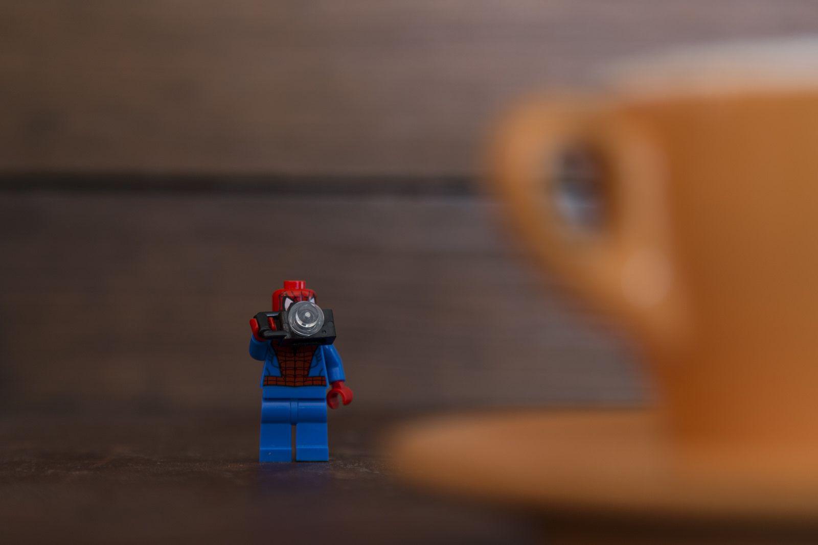 Spider Lego hipster tomando fotos al café | Flickr - Photo Sharing!