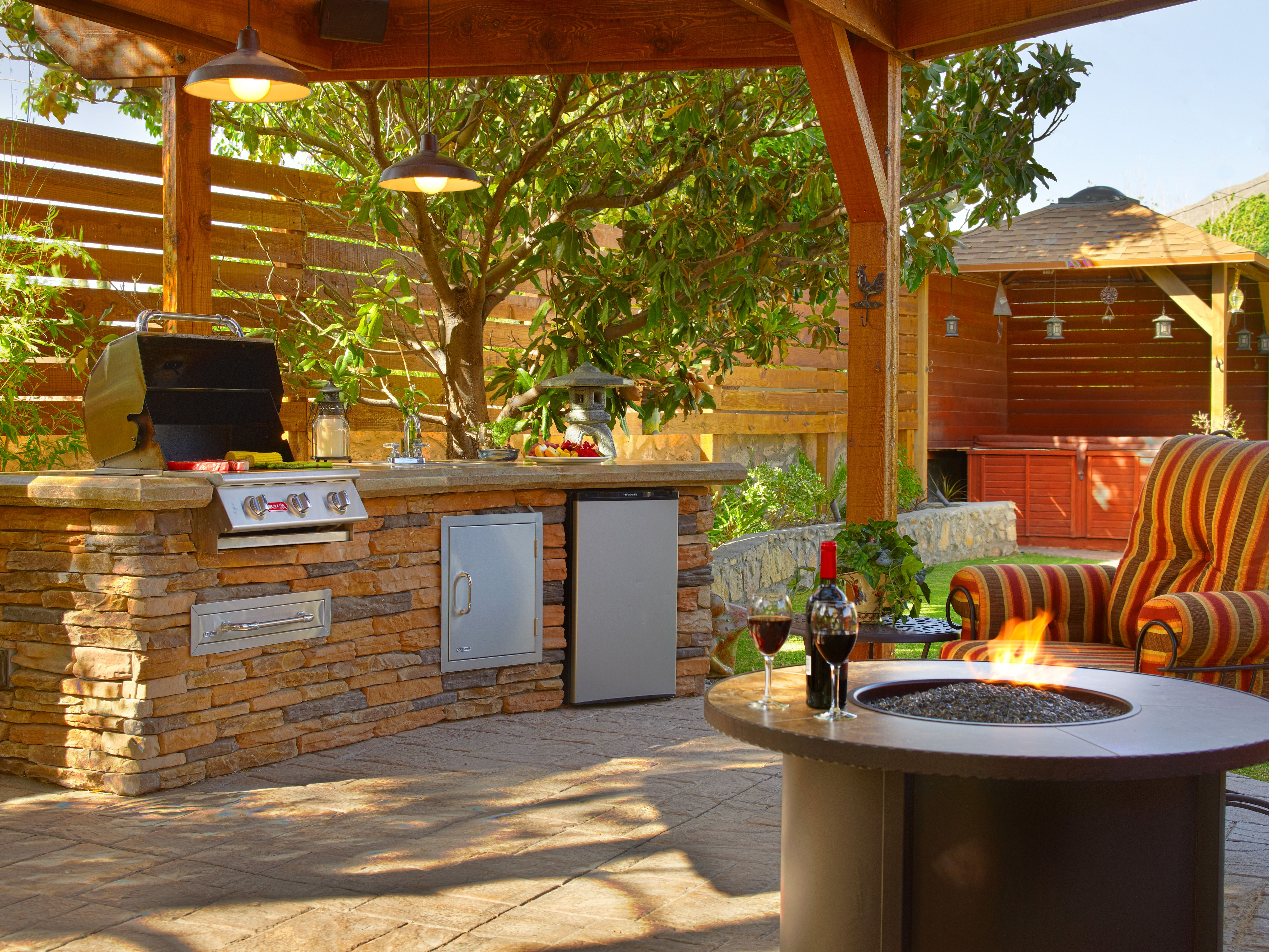 Now this is an outdoor living space! Read about it and ... on Southern Outdoor Living id=70598