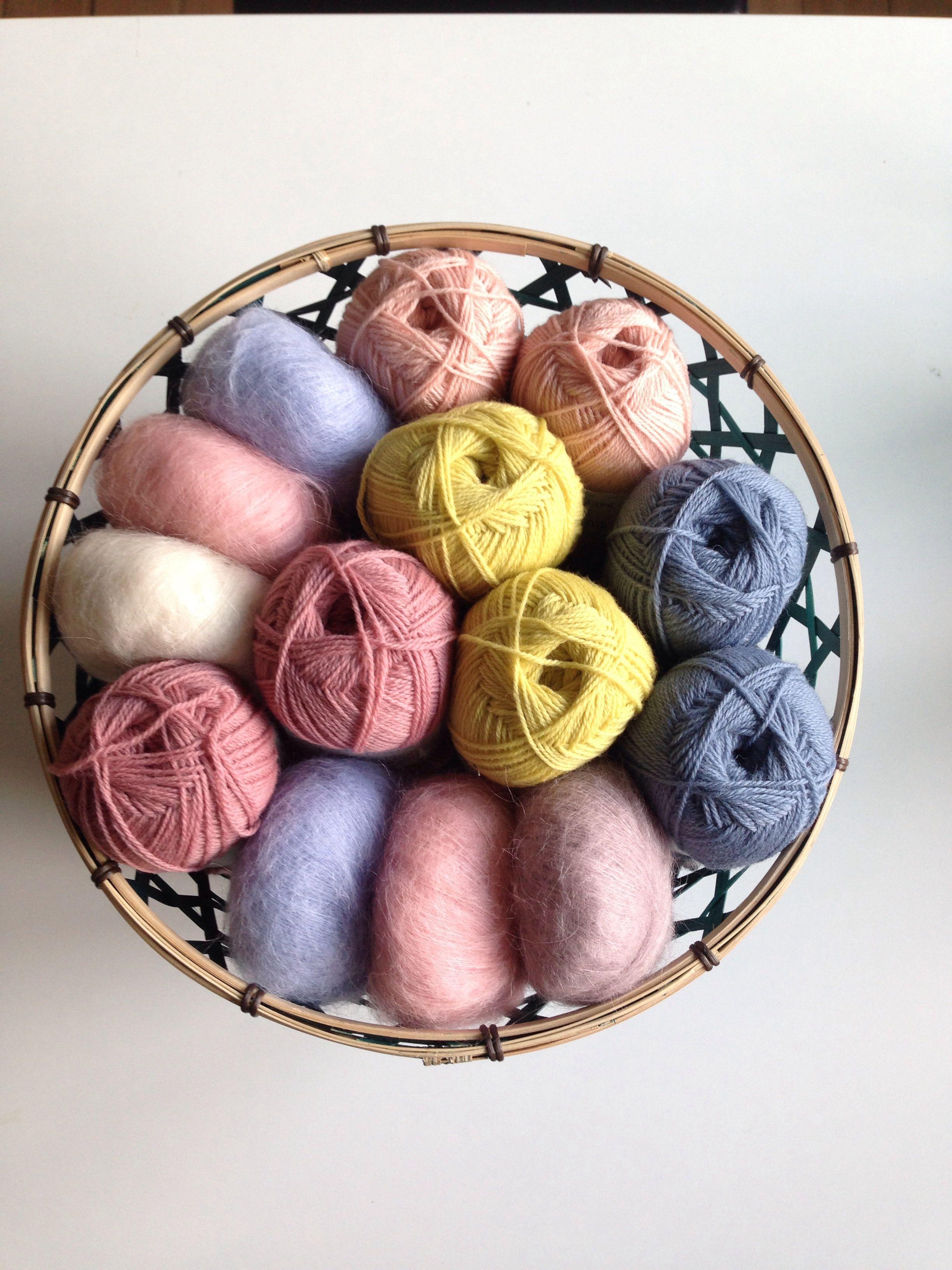Basket of yarn for autumn projects   frkgarn.dk