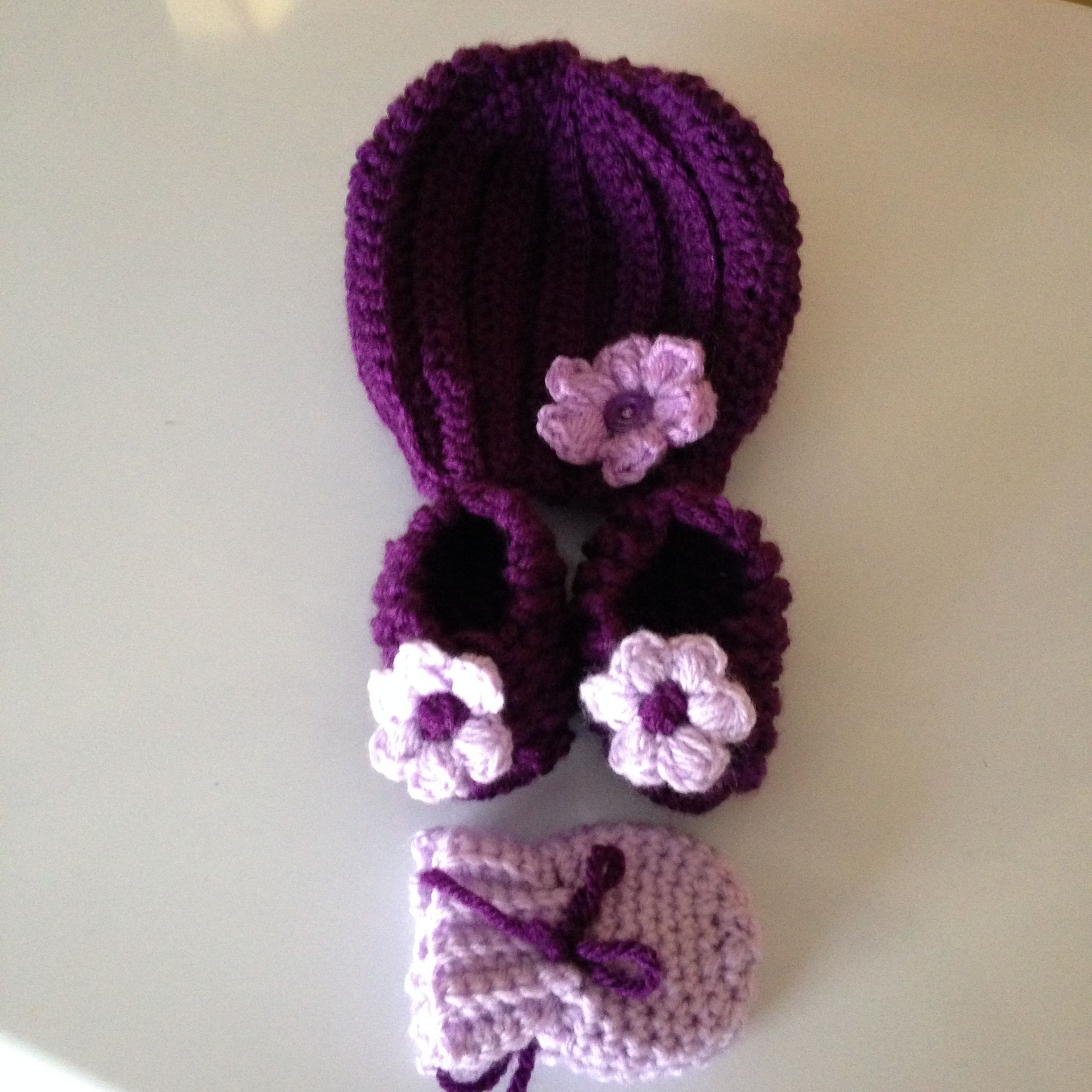 Crochet baby hat, booties and mitts and a cute crochet puff flower with a button center on hat.
