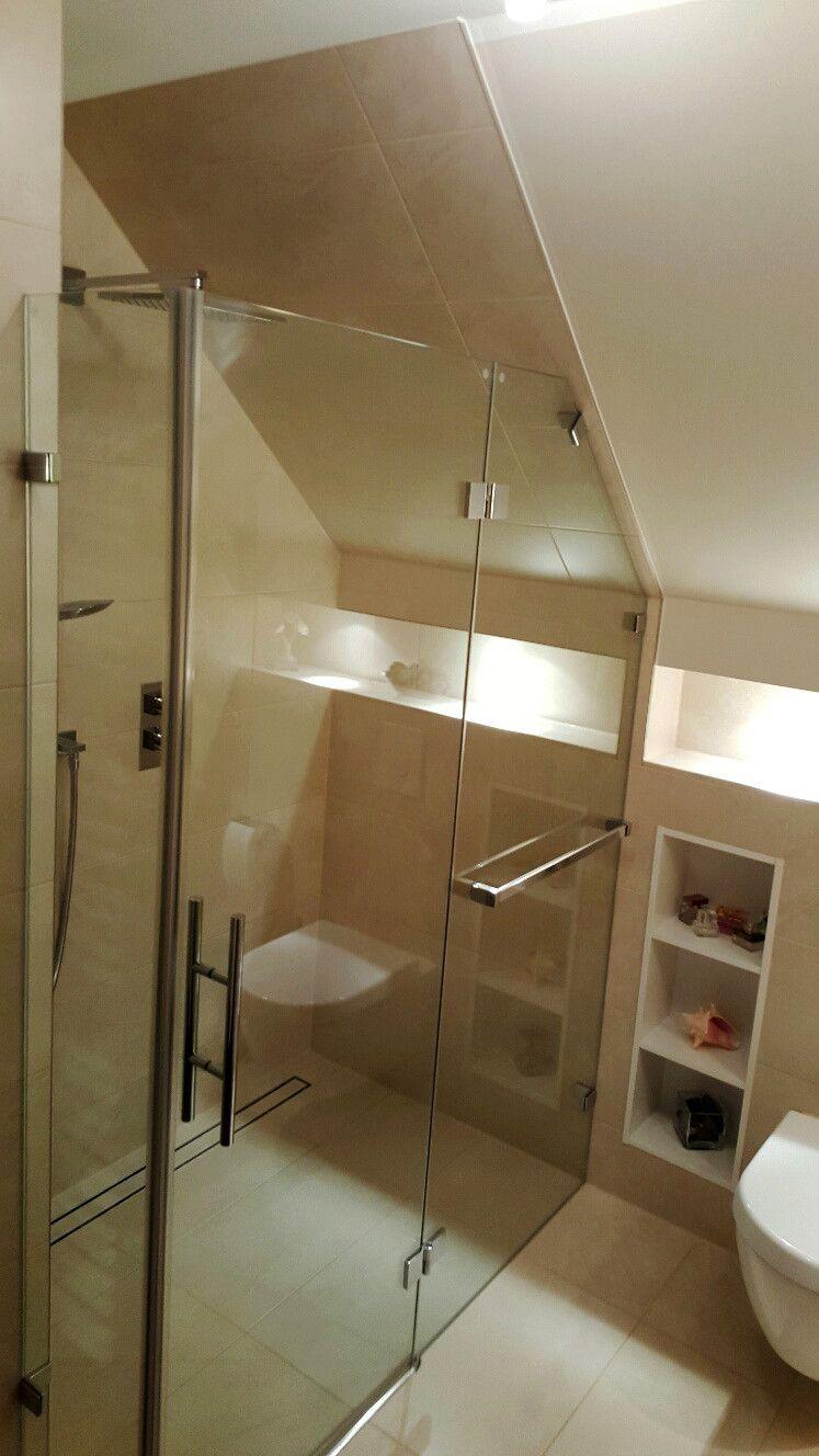 Cuarto de baño con estructura de dos partes / Duschbad mit ...