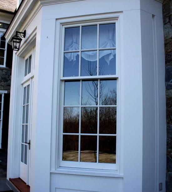 Traditional Double Hung Wood Windows By Dynamic Architectural Windows Doors In This Entryway Traditional Windows And Doors Double Hung Windows House Exterior