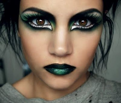 wow- this is pretty intense makeup green makeup eyes lips - maquillaje de halloween para nios