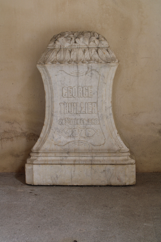 iglesia inacabada del Hospital de la Divina Providencia, en El Puerto de Santa María. tercera de las lápidas expuestas