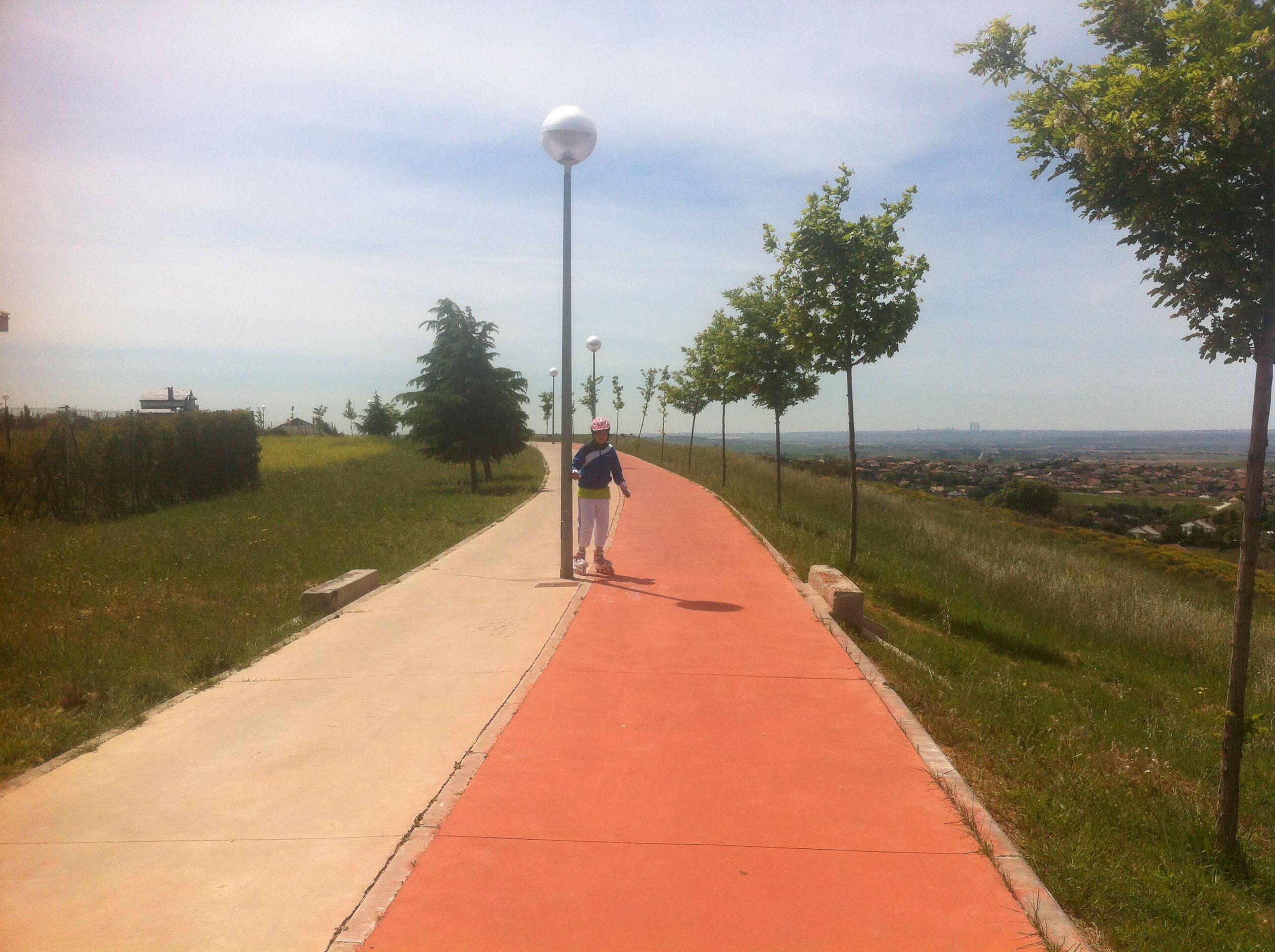 Paseo de EL CASAR desde El calvario hasta la calle del Dia. Muy apto para dar un paseo en bici o en patines.