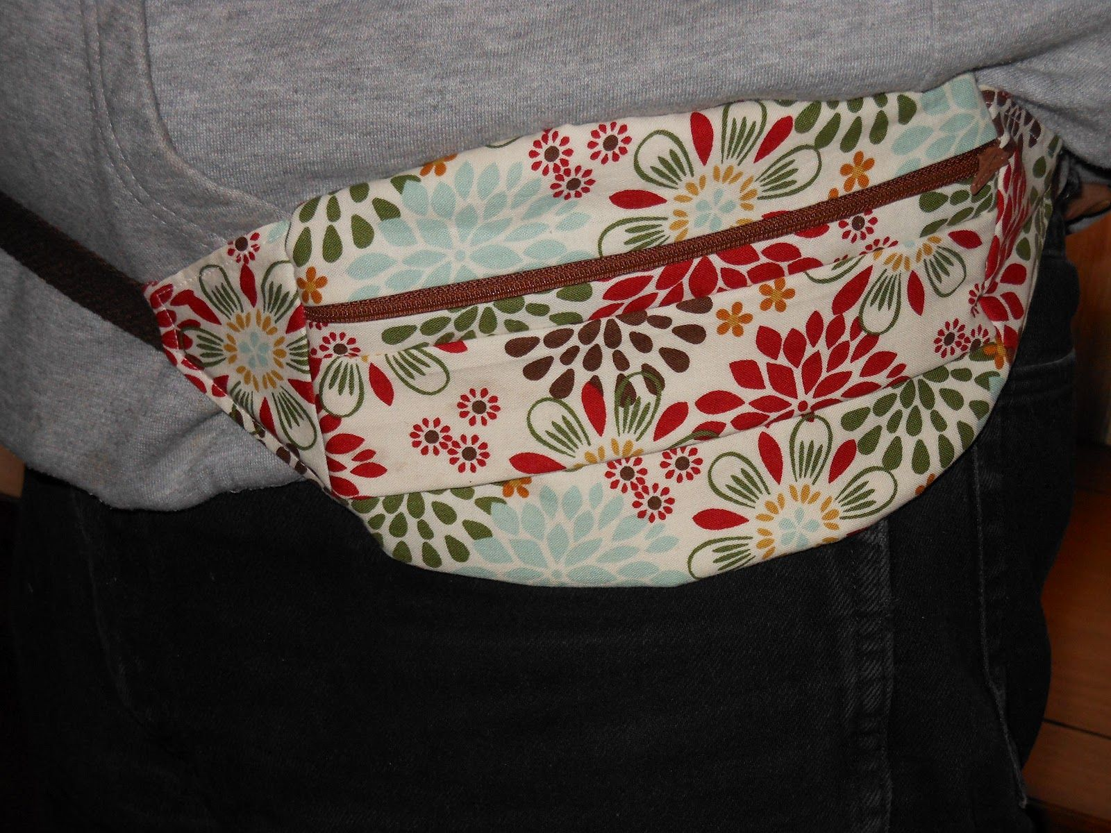 free hip bag pattern - Google Search | Bags Aprons fabric flowers ...