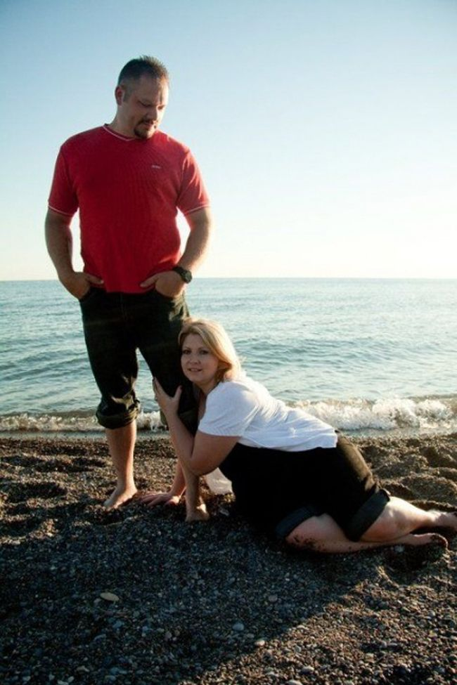 The Most Awkward Engagement Photos In The History Of Engagement - 35 awkward engagement photos ever