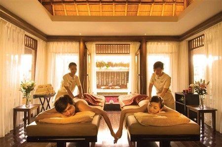 Couple Massage At The Spa Retreat Hilton Sanya Resort Spa Couples Spa Spa Retreat Relax